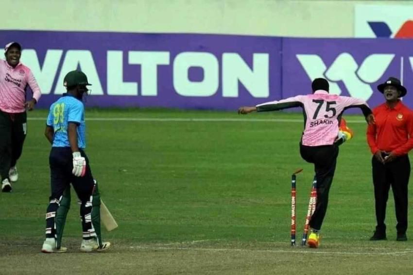 Bangladesh Cricketer Shakib Al Hasan Kicks Stumps, Argues With Umpire - Watch Video Here