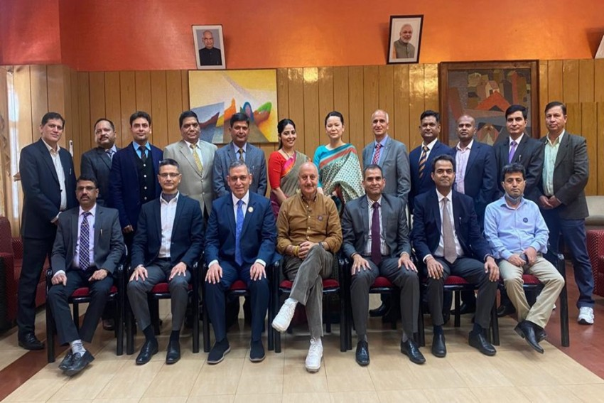 Anupam Kher, Mother Dulari Visit Shimla Home After 2 Years; See Videos
