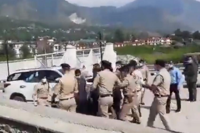 Watch: SP Kullu Thrashed By Himachal CM's Security Personnel During Gadkari Visit