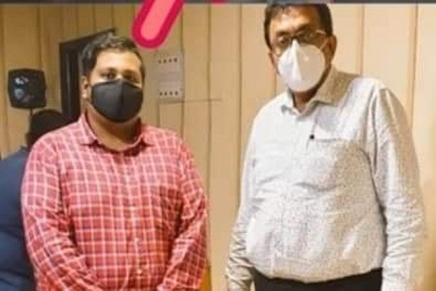 Portrait Of An Ace Kolkata Conman Held For Fake Covid-19 Vaccination