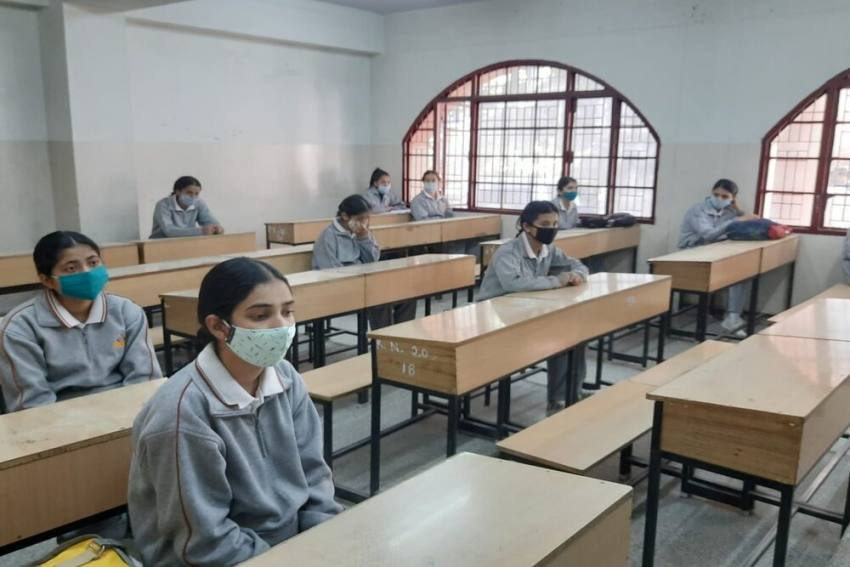 Students, Delhi Govt Move HC Against Order Allowing Private Schools To Charge Fees