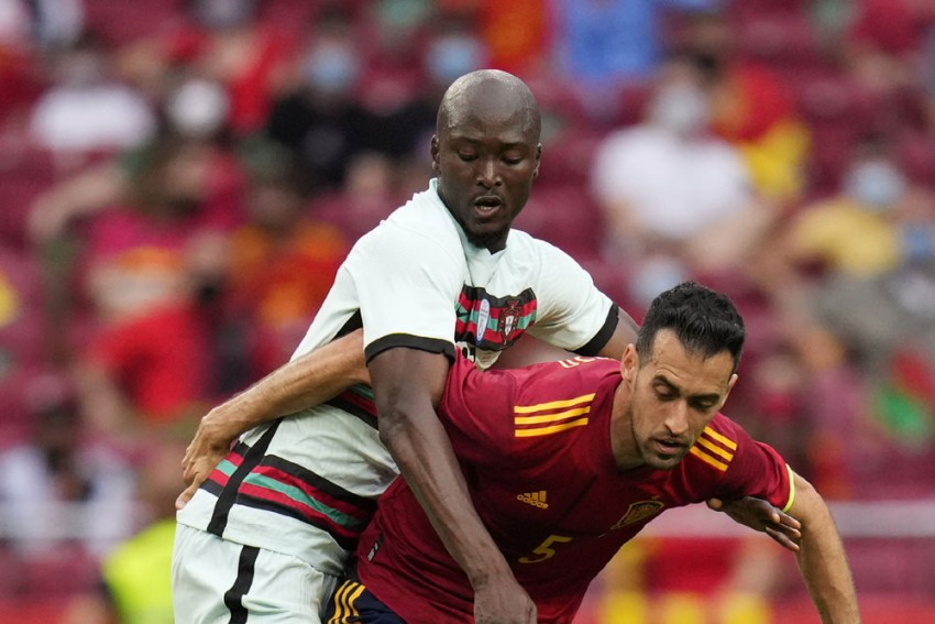 Spain Euro 2020 Plans Hit As Sergio Busquets Tests Positive For COVID-19