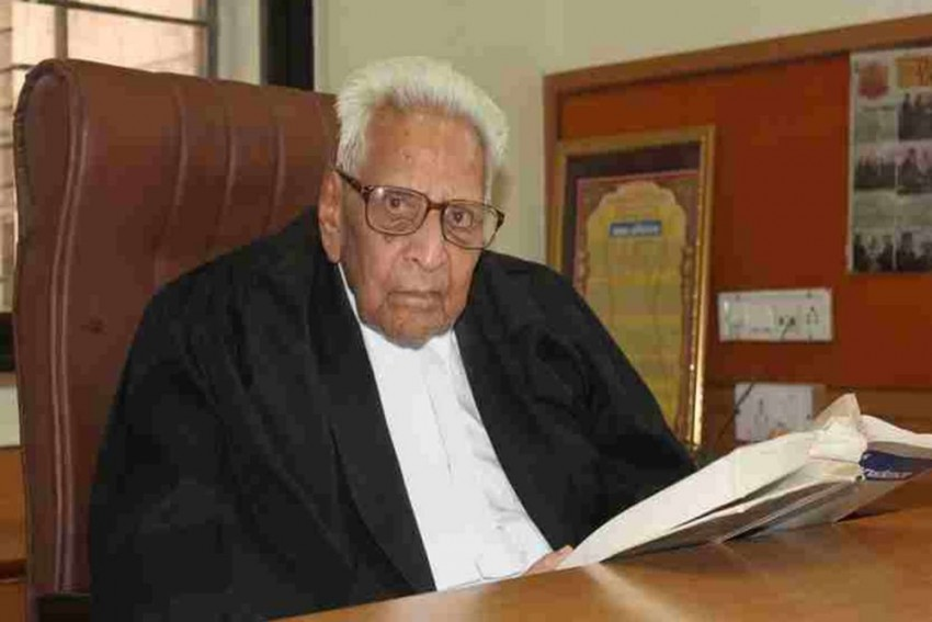 This 100-Year-Old Practising Lawyer From Rajasthan Has Proved That Age Is Just A Number