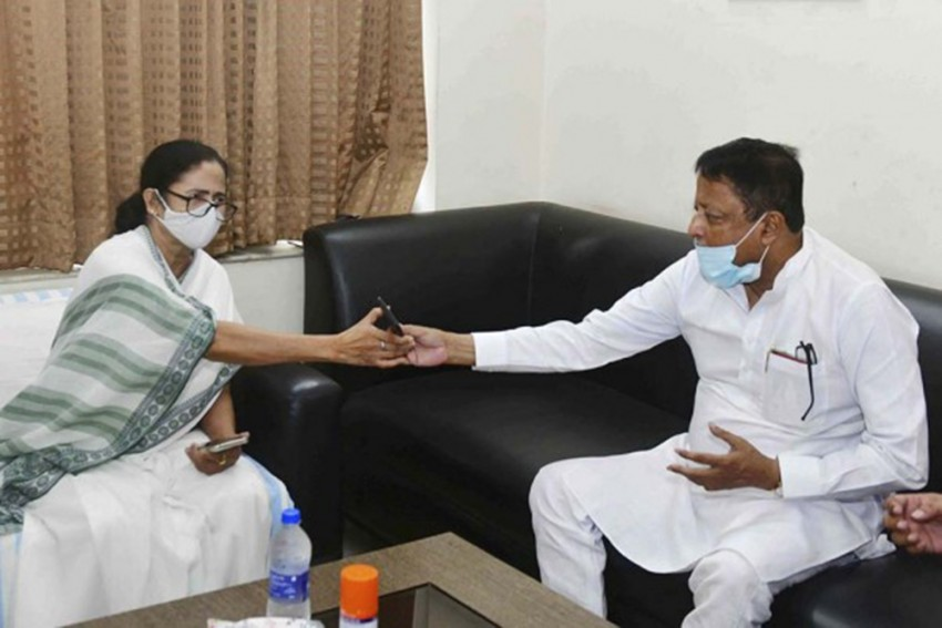 Why Mamata Is On Shaky Ground For Backing Mukul Roy As Bengal PAC Chief
