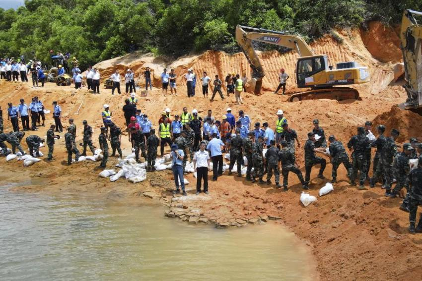 Flood In China Traps 14 Workmen Inside Tunnel