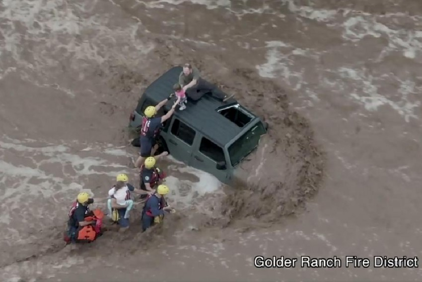 Flash Flooding Sweeps Arizona; 1 Rafter Dead In Grand Canyon