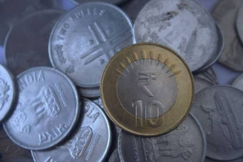 Rupee Gains 18 Paise To 74.43 Against US Dollar In Early Trade