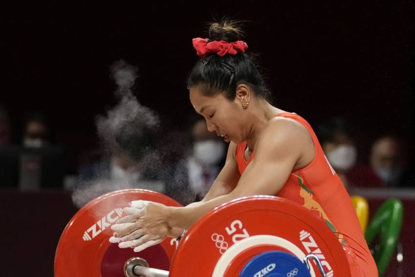 Saikhom Mirabai Chanu's Mother In Tears As Daughter Sports 'Good Luck' Earrings She Gifted In Tokyo Olympics