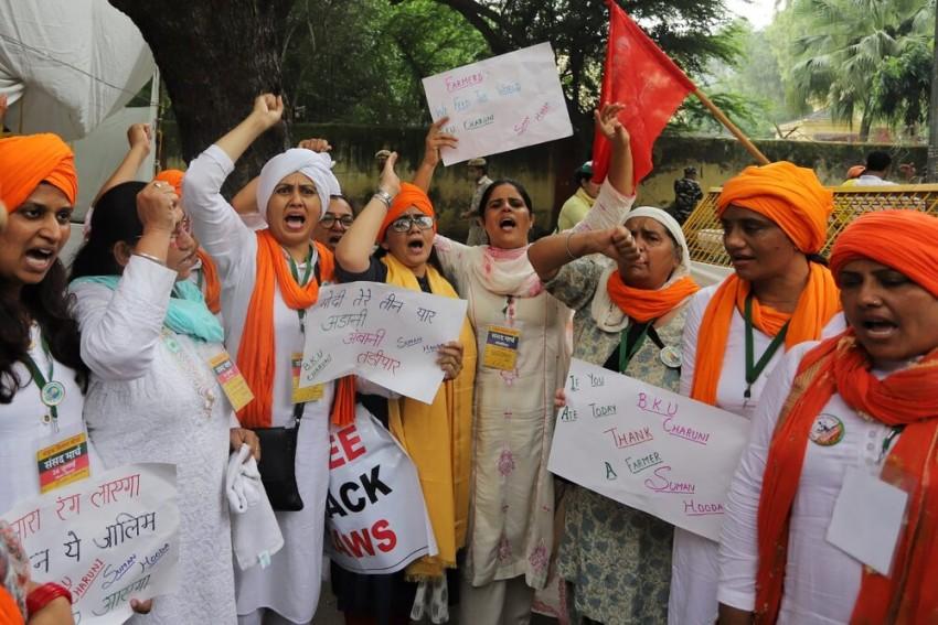 Delhi: Women Farmers Hold 'Kisan Sansad' At Jantar Mantar To Mark 8 Months Of Protest