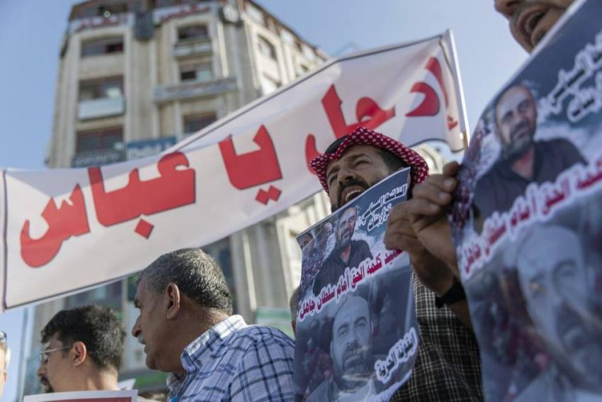Palestine: Hundreds Stage Demonstrations Against President Mahmoud Abbas
