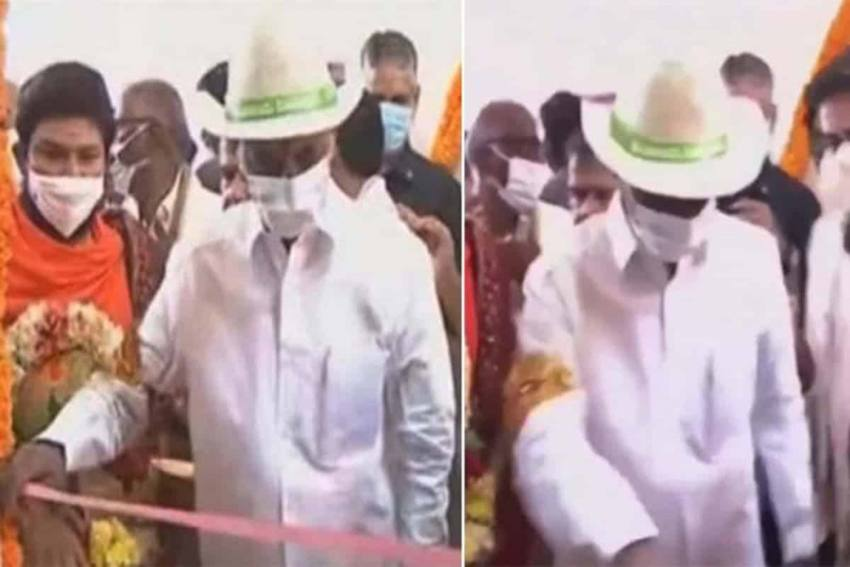 Watch: No Scissors At An Inauguration, KCR Loses Cool, Pulls Off The Ribbon