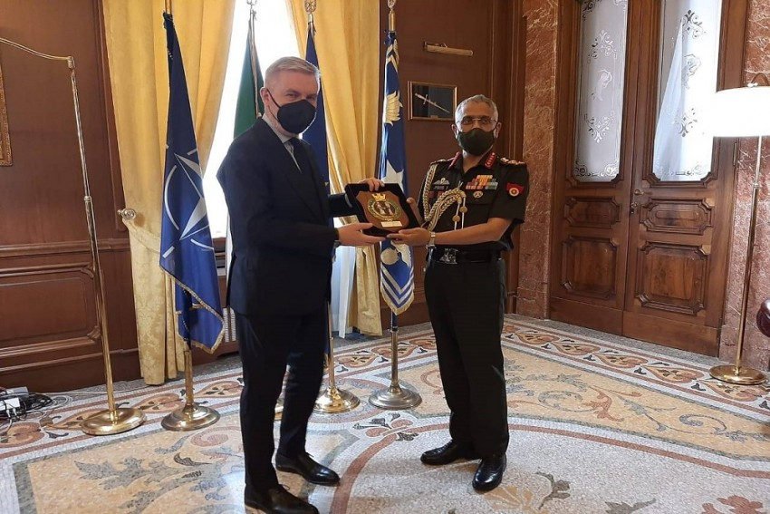 Army Chief Meets Italian Defence Minister, Discusses Military Cooperation