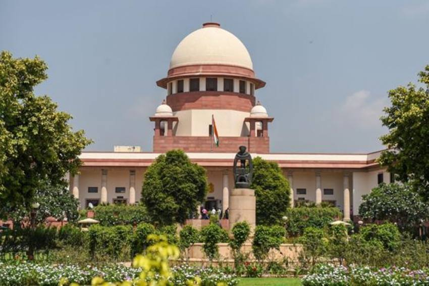 Man, Woman Attempt Self-Immolation Outside Supreme Court