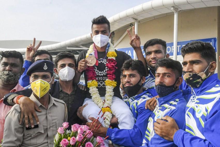 MP Govt Felicitates Tokyo Olympics Hockey Player Vivek Sagar With Rs 1 Cr Reward; Appoints Him DSP