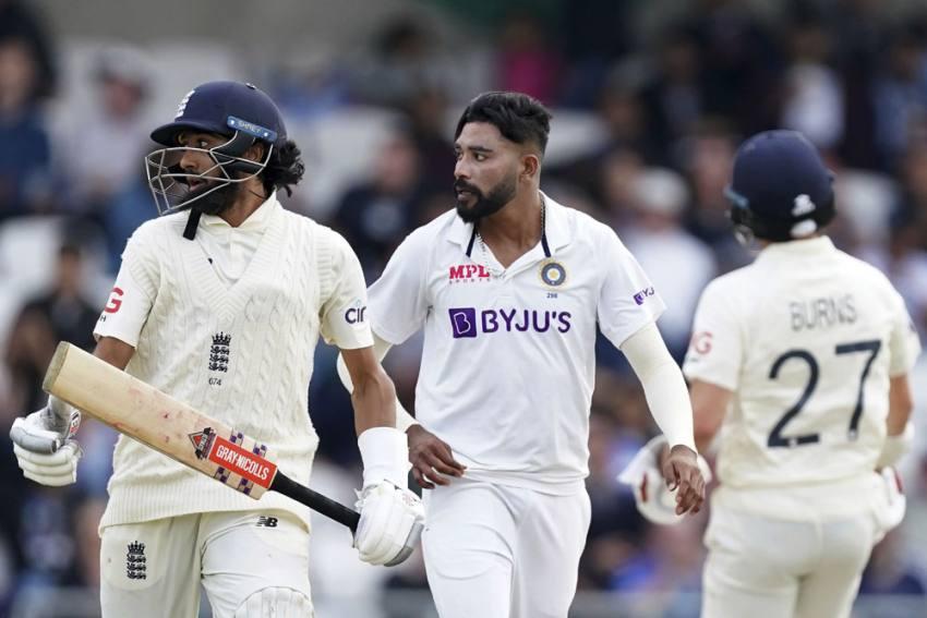 ENG Vs IND, 3rd Test: English Crowd At It Again, Throws Ball At Mohammed Siraj; Virat Kohli Upset