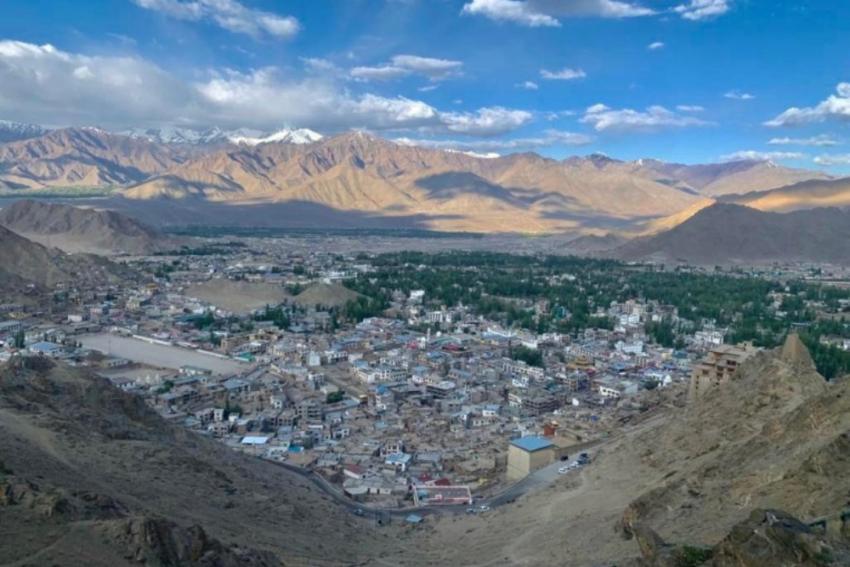 Ladakh Leaders Meet MoS Defence, Seek Restoration Of Statehood