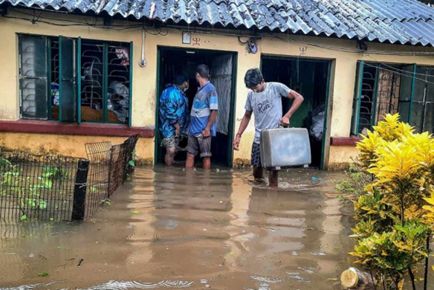 West Bengal: 14 Dead, 2.5 Lakh Displaced After Water Discharged From Dams Floods 6 Districts