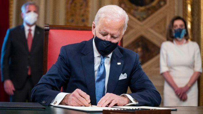US Doubles Mask Fines On Planes As Biden Asks Americans To 'Show Some Respect'