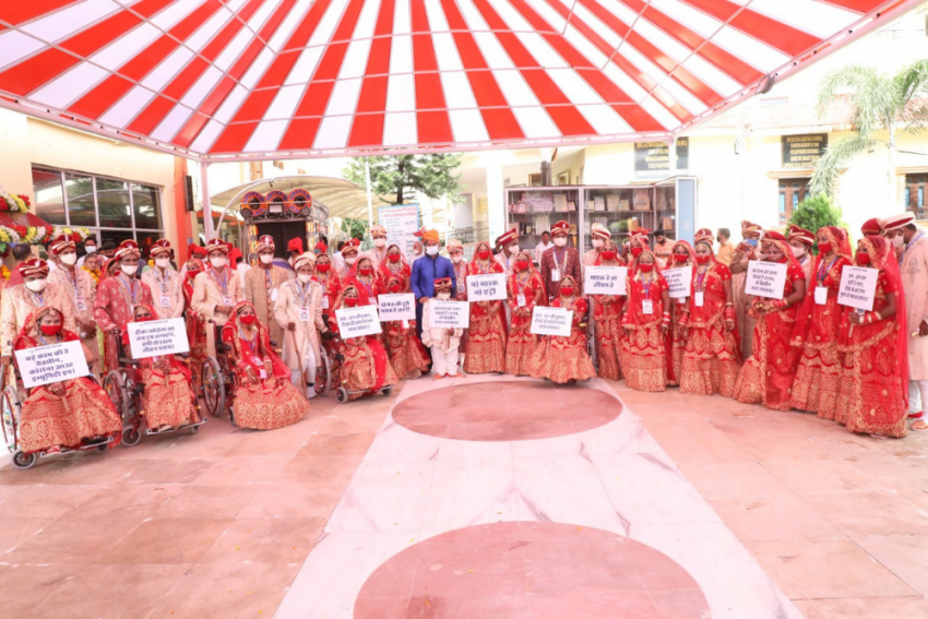 In A Mass Wedding, 21 Differently-Abled Couples Urge People 'To Get Vaccinated'  And 'Say No To Dowry'