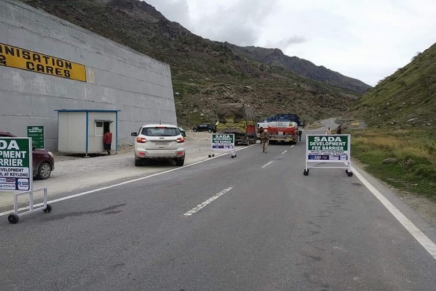 Lahaul-Spiti Imposes Entry Fee For Tourists Coming Via Rohtang Tunnel