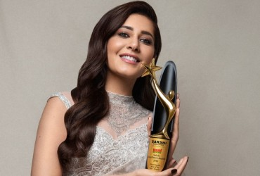 Raashii Khanna honoured with 'Most Popular Actor Female' at Sakshi Excellence Awards