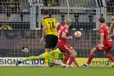 Defensive Frailties Return To Haunt Fearless Borussia Dortmund
