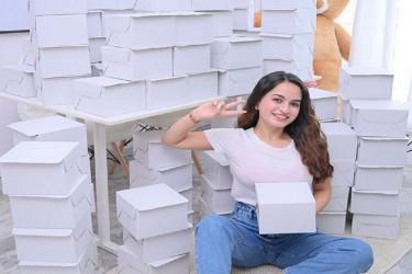 Instagram Influencer Shiwali Bhola Celebrated The 200k Followers Mark On Instagram By Distributing Food To Kids