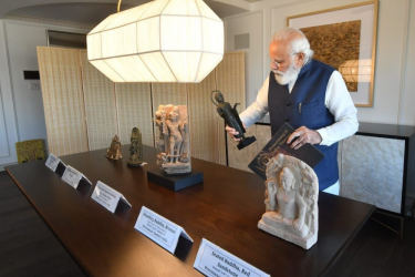 PM Modi Brings Back 157 Indian Artefacts From US