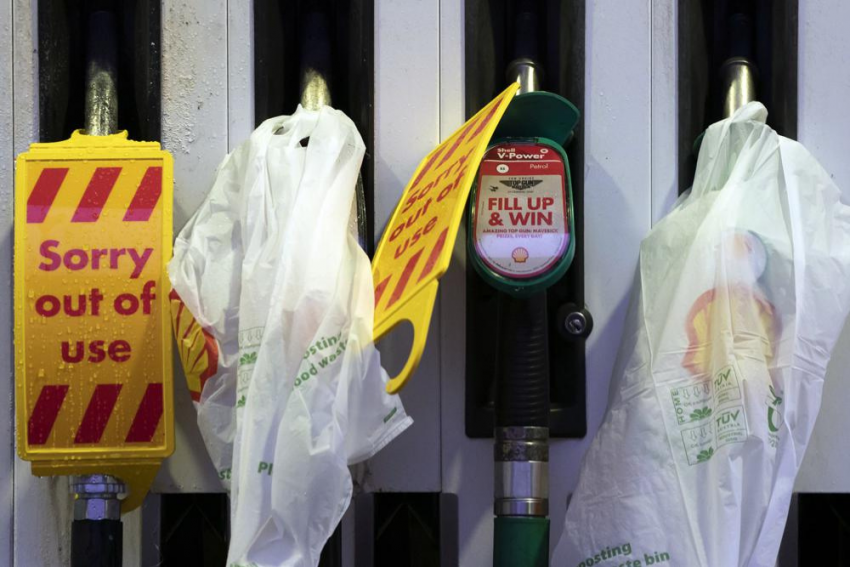 UK Puts Soldiers On Standby To Help Ease Gas Shortage At Pumps