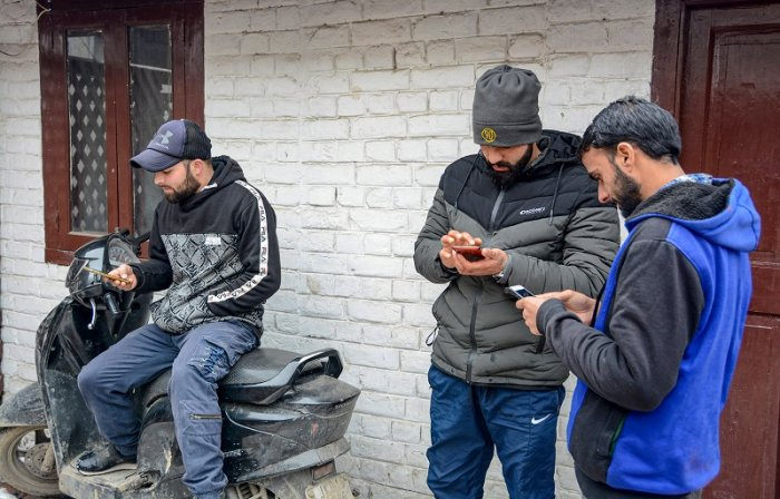 Kashmir Likely To Get Back Mobile Telephony Services, Fixed Line Internet On Friday night