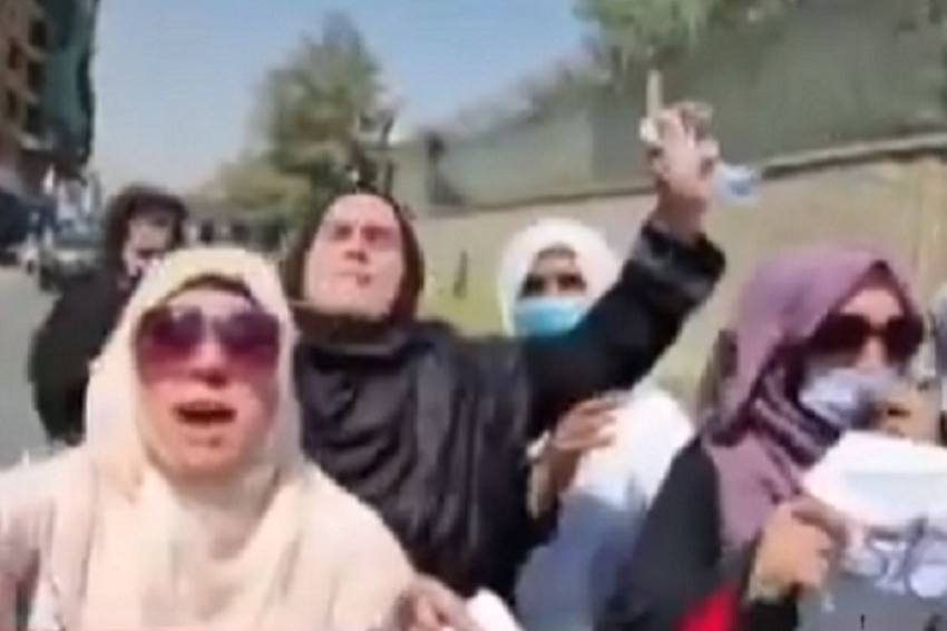 Afghan Protestors Including Women Throng Kabul Streets Chanting 'Death To Pakistan'