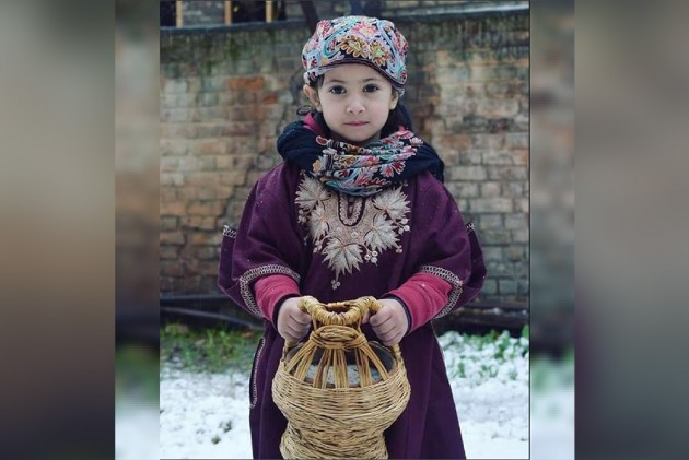 The Untold Story Of Kashmiri <em>Pheran</em> And Its Place In Kashmir's History