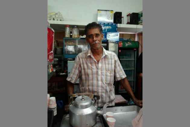 RIP 'Milon Da'! Most Jadavpur University's Kinships Started At This Chaiwala's Canteen
