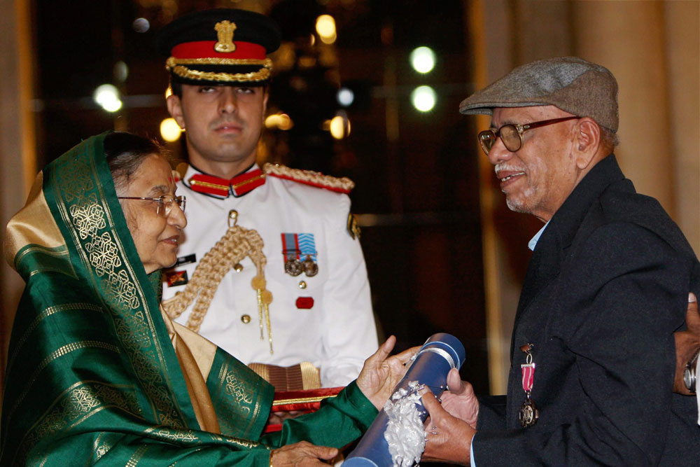 In this April 7, 2010 file photo, cricket coach Ramakant Achrekar receives Padma Shri award from the then President Pratibha Patil during a function in New Delhi.