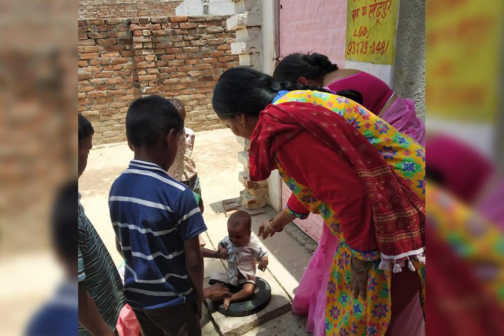 Health workers examining a chid at a NRC in Varanasi (pic credit Arushi Bedi)