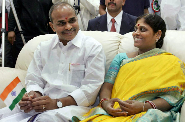 Outlook Photo Gallery : File photo of Andhra Pradesh chief minister YS  Rajasekhara Reddy with his wife Vijayalaxmi in USA.