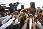 <b>Only roses</b> Saina is feted upon arrival in Hyderabad after winning the Indonesian Open