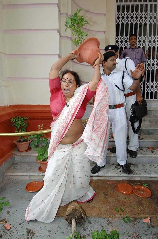 Outlook Photo Gallery : Irate Congress MLC Jyoti Devi breaking ...
