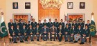 <b>Taint Paint:</b> Zardari and Gilani pose with the Pakistan team