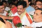<b>Hot Seat:</b> Prithviraj Chavan is greeted by party supporters at Mumbai airport, Nov 10, 2010
