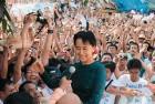 <b>Nov 14</b> A tumultous welcome for Suu Kyi at NLD headquarters in Yangon