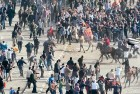 Pro-Mubarak supporters, some mounted, clash with anti-government protesters in Tahrir Square, Feb 2, 2011