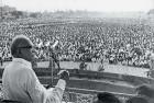 <b>Lok nayak</b> Jayaprakash Narayan addressing a rally. The 1974 Navnirman movement in Gujarat was his prototype.