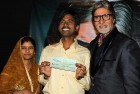 <b>Motihari wins</b> Sushil poses with AB & his bounty