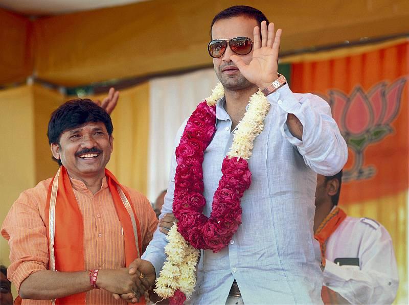 Gujarat Polls: Irfan Pathan Shares Stage With Modi