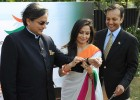 Shashi Tharoor tries the Tiranga bangle