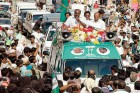 <b>Building it up</b> H.D. Kumaraswamy of the JD(S) campaigns in Mandya