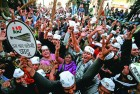 <b>Clean sweep</b> Jubilant AAP supporters after the results of the Delhi assembly elections
