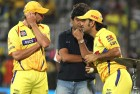 <b>Short-pitched</b> The CSK's Ben Hilfenhaus, Meiyappan and Dhoni at a post-match huddle