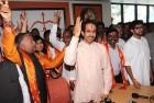 <b>Ready to go</b> Uddhav with the Sena's LS candidates